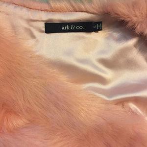 Ark & Co Jackets & Coats - Arc & Co Faux fur blush vest. S